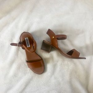 Steve Madden Kemmy Sandals In Cognac leather
